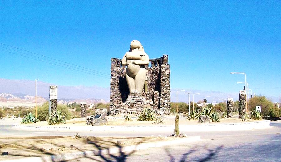 Monumento a la Pachamama Sta. María Ruta 40