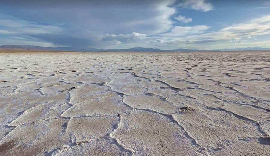 superficie de la costra salina en las Salinas Grandes de Jujuy