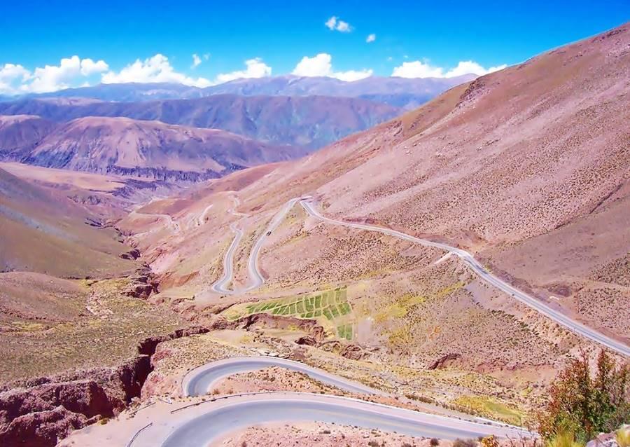 Curvas y Ruta sinuosa en la Cuesta de Lipan Purmamarca