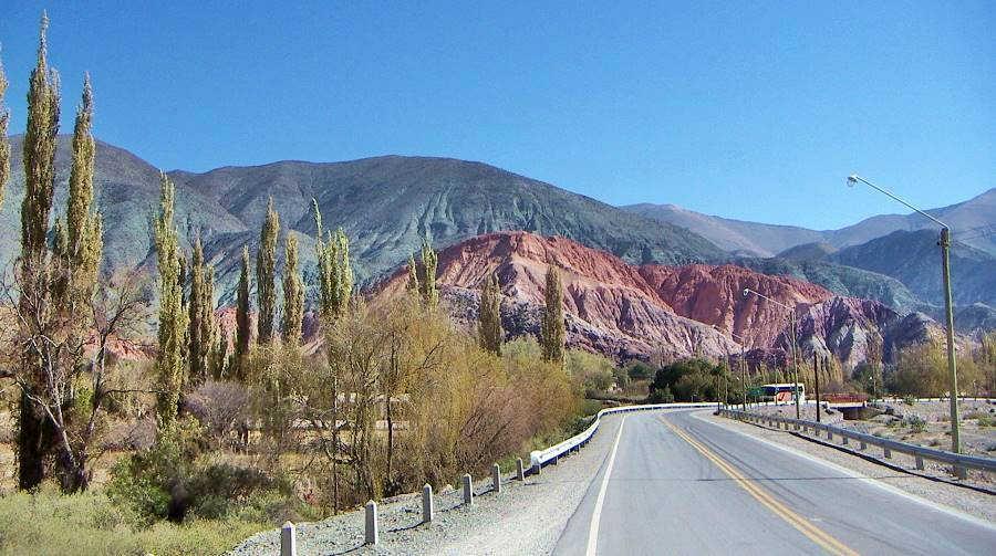 Cerro de los Siete Colores en Purmamarca vista desde la Ruta