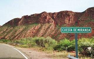 "road sign that says ""Cuesta de Miranda"""
