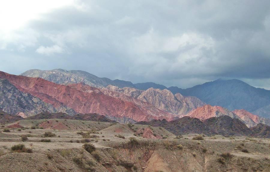 Sierras rojas y ocres en Guandacol Ruta 40, La Rioja Cuyo