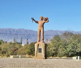 Monumento al Viñador en Anguinán