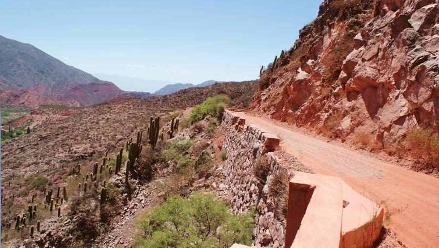 view of the narrow old Ruta 40 at  Cuesta de Miranda