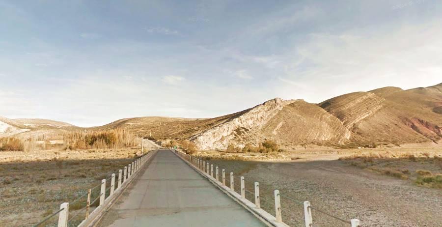 Puente sobre el río Grande en Bardas Blancas Ruta 40, Mendoza