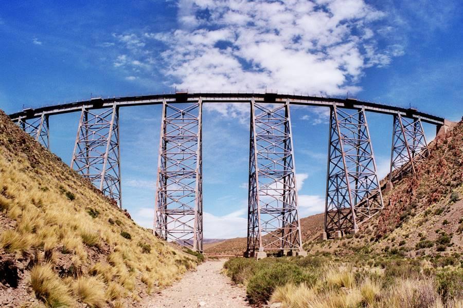 el viaducto La Polvorilla vista desde la Ruta 40