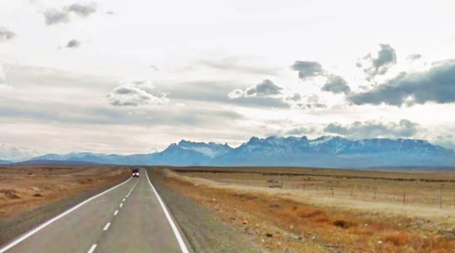 Las Torres del Paine desde la Ruta 40 Patagonia